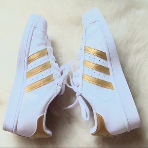 NWOT adidas shell toes gold sz 5
